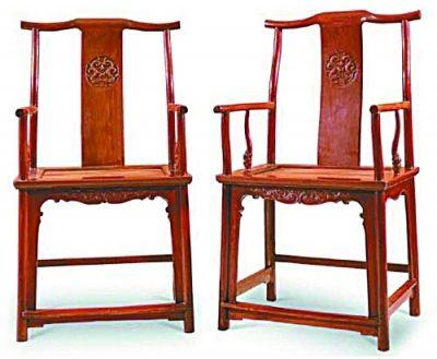 明末黄花梨雕龙纹四出头宫帽对椅。