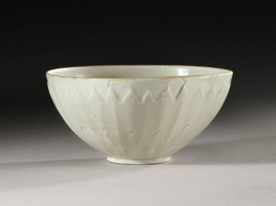 这个定窑瓷碗创作了拍场传奇