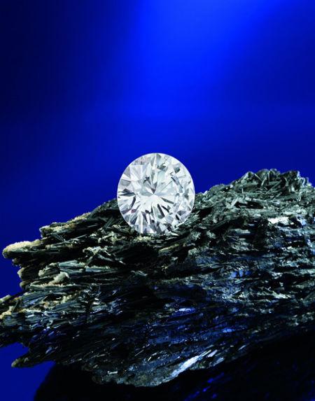 一枚重28.86卡拉的D色钻石