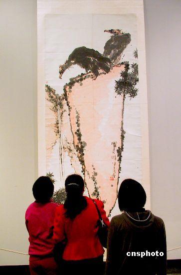 2003年,中国画坛巨匠潘天寿作品展在广州广东美术馆展出,这次展出的作品为潘天寿纪念馆的藏品,是潘天寿先生一生中最重要的代表作品。(资料图)