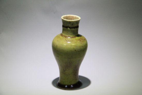 清康熙豇豆紅瓷器賞瓶上口徑:3.7cm,高:14cm,起拍價格:700萬