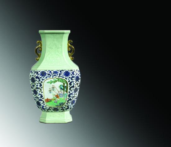 清乾隆青釉浮雕吉慶有余青花描金粉彩嬰戲圖八方瓶