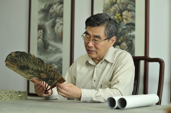 劳继雄是中国历史上第三次大规模书画典籍整理工程的见证者。