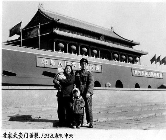 1958年的天安门没挂毛主席像