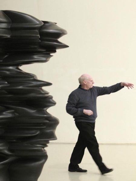 雕塑家托尼・克拉格