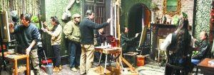 冷军和画友在洞庭街86号写生创作现场