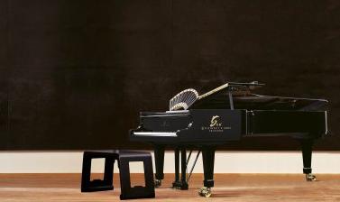 """田家青创意设计的""""龙韵――壬辰年特别纪念版""""施坦威钢琴,10月31日在中国嘉德秋拍设计专场以690万元成交"""