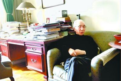 靳尚谊在自己书房接受本报记者专访 记者张辉摄