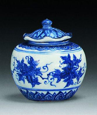 明成化 青花葡萄叶纹小盖罐 3.52万元 1997年中国嘉德春拍