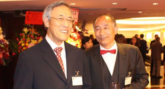 严陆根先生与香港江苏社团总会荣誉会长丁午寿先生合影