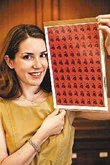 """一张1980年发行的庚申8分""""猴年""""版票(80枚)以143.75万港元成交。"""