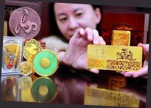 近期,马年贺岁生肖贵金属藏品开始竞相上市。信息时报记者 郭柯堂 摄
