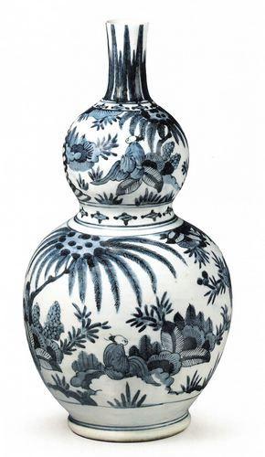 青花人物纹葫芦瓶 江户时代,1650~1670 产地:有田 高:40.8厘米,腹径:20.8厘米