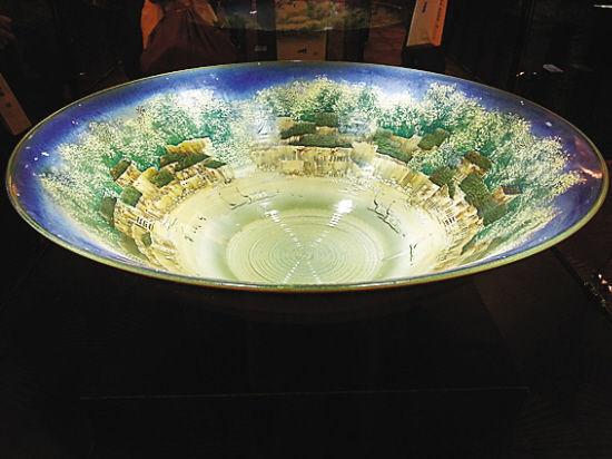窑变粉彩大碗,售价230多万元
