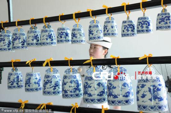 演奏所用乐器均为青花瓷乐器,包括瓷瓯,瓷笛,瓷箫,瓷编钟,瓷管钟,瓷