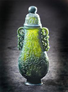 碧玉缠枝莲瓶