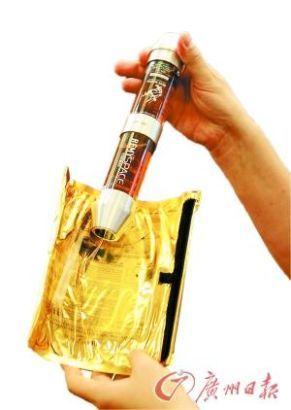 太空回收舱造型酒版。