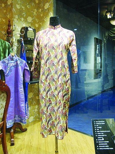 正在展出的老旗袍。