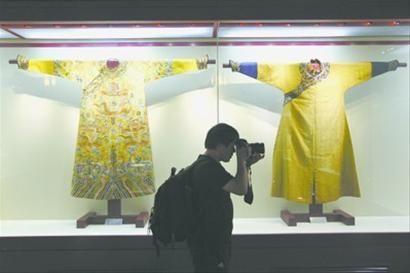 昨日,3件康熙、乾隆、皇太極穿過的傳世稀品龍袍首次曝光。