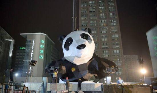 劳伦斯创作熊猫装置