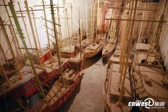 李寶順30多年來製作的仿真船。