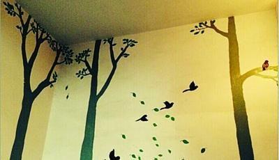 朱春梅将楼道变成了画布。