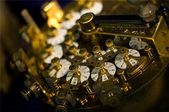 计算器现在是用来做数字计算的电子产品,而你知道早在几千