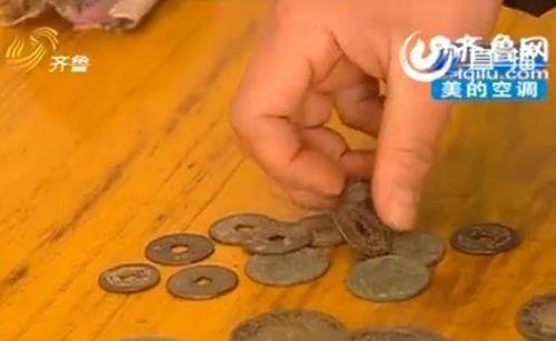 馬大姨還收藏了很多銅錢銀元(視頻截圖)