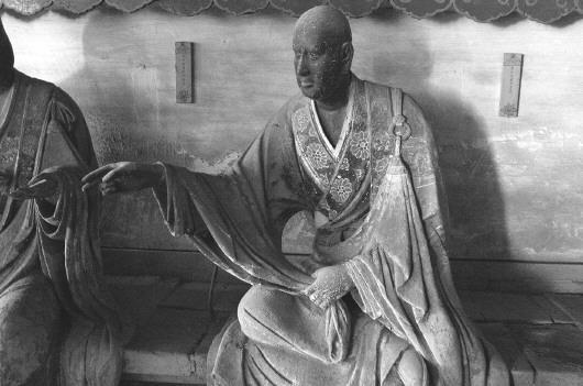 靈巖寺發現的絲製內臟的泥塑羅漢像。 本報記者 喬顯佳 攝