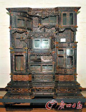 玄憬龍博物館的小葉紫檀多寶櫃。