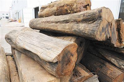 国标明确规定了5属8类33种材料为红木。