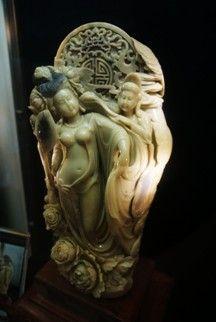 张爱廷的青田封门石作品《贵妃出浴》
