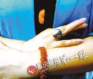 红珊瑚做成的饰品 重庆晚报记者 毕克勤 摄