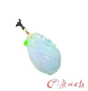 廣州商場熱賣的紫色翡翠吊墜。