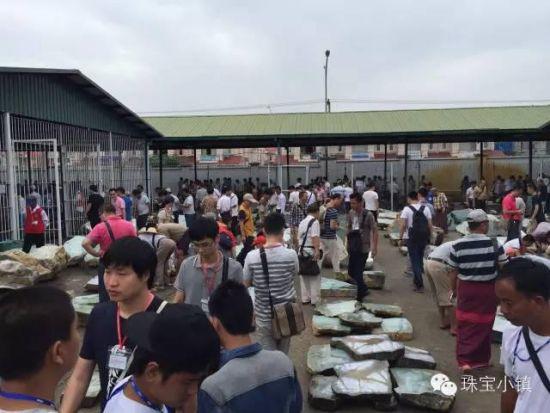 2015年缅甸翡翠原石交易现场