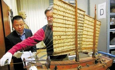 对古船模型进行测绘