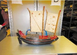 这是一艘象山渔贸船船模