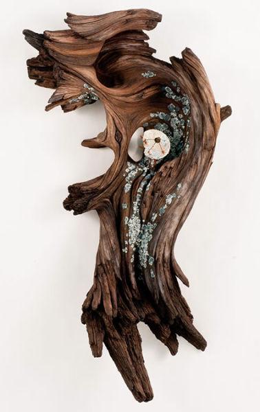 用陶瓷和金属模仿出的逼真木质雕塑