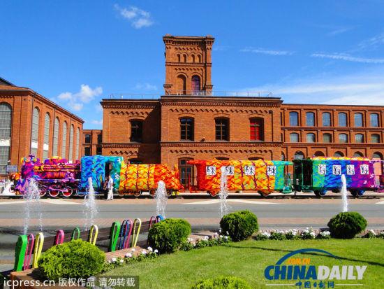 波兰艺术家毛线轰炸火车
