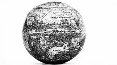 圖為倫敦古典文物展上發現的地球儀