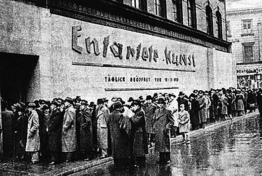 """1937年排队参观""""堕落艺术""""主题展览的德国民众"""