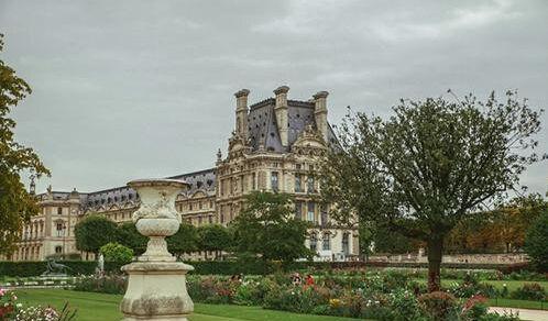 卢浮宫花园老鼠泛滥 光天化日之下招摇过市
