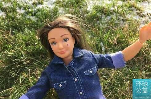 艺术家打造真实芭比娃娃 告别细腿纤腰假象