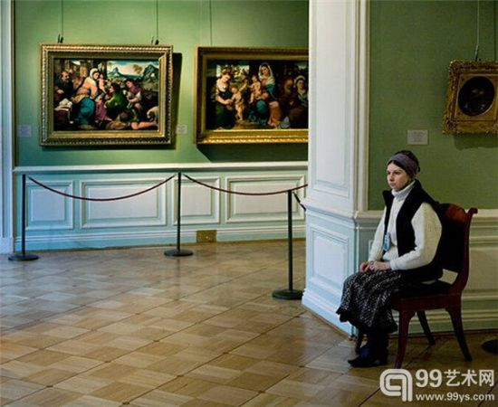 俄羅斯美術館里的另類風景——守護藝術品的俄羅斯大媽