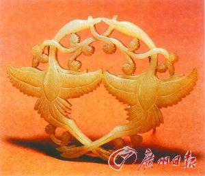 双鹤衔枝玉饰(北宋),出土于北京房山长沟峪石椁墓。