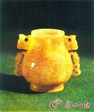 兽面纹玉卣(南宋),出土于安徽休宁朱唏颜夫妇合葬墓。