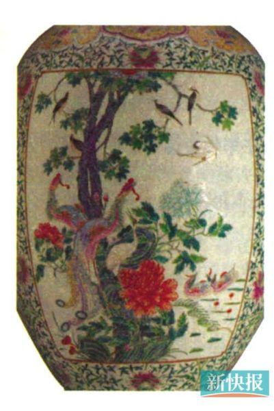 這是一個蓋缸,畫得非常富貴,上面的花鳥中也有雙鳥、仙鶴。