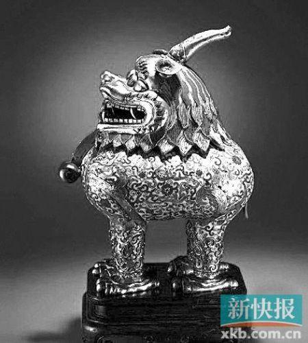 清乾隆掐絲琺瑯甪端香熏,成交價403.2萬元。 (圖片來自 北京保利)