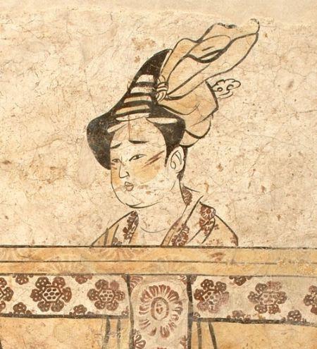 安阳的唐代赵逸公墓壁画中女子的眉毛画成八字,两腮上有两道红色的斜线,看起来有些悲戚。