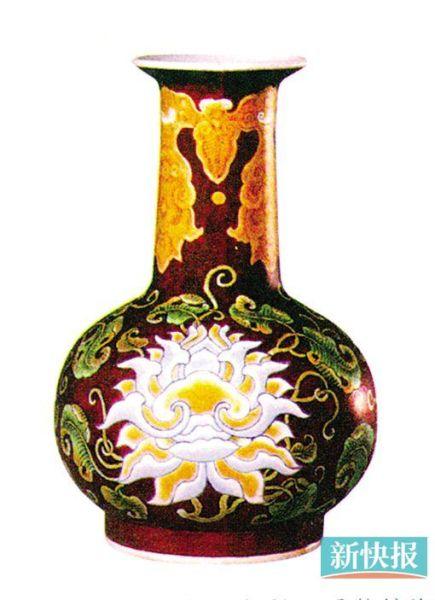 清康熙紫地琺瑯彩西番蓮紋瓶高12.3厘米故宮博物院藏
